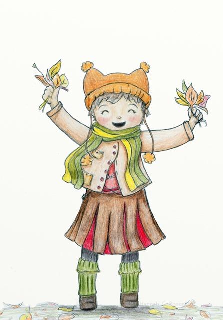 ein Kind mit einer orangebraunen Mütze auf dem kurzen dunklen Haar, das einen grün-gelb gestreiften Schal um den Hals hat, eine langärmlige hellbraune Jacke, einen dunkelbraun-roten Rock und grüne Stulpen über den dunkelbraunen Schuhen trägt, lacht fröhlich und hält beide Hände voller bunter Herbstblätter in der Hand. Es hat rote Wangen und steht auf einer Wiese auf der buntes Herbstlaub liegt.